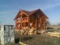 Классический деревянный дом из бревна