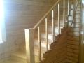 Деревянная лестница в интерьере каркасного дома